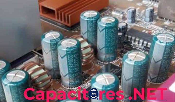 Imagen de capacitores en una placa