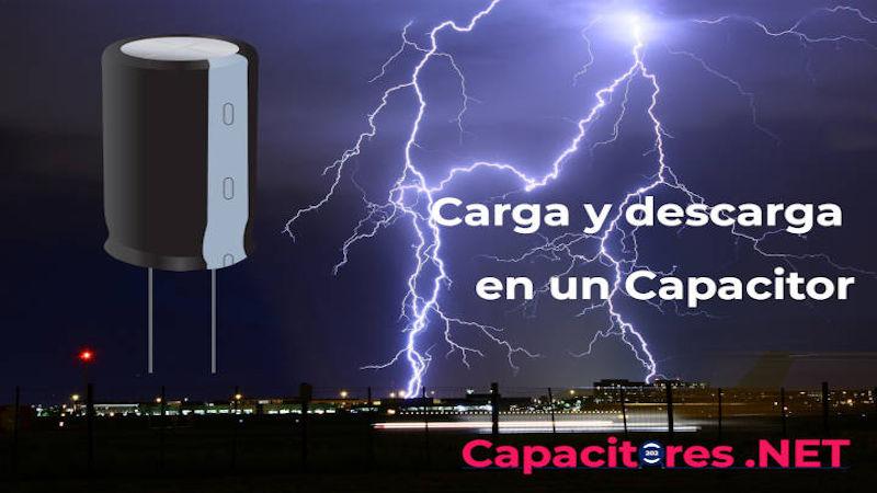 ¿Cómo funciona la carga y descarga en un capacitor?