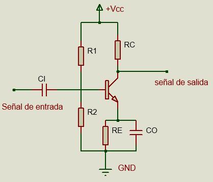 Circuito de configuración emisor común utilizando polarización por divisor de voltaje.