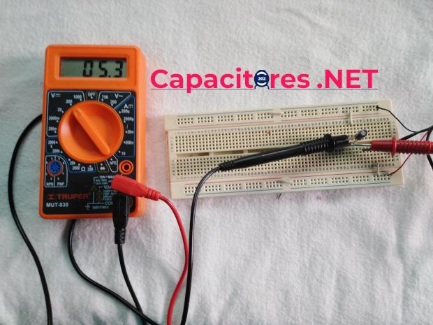 Conexión del circuito RC con multímetro