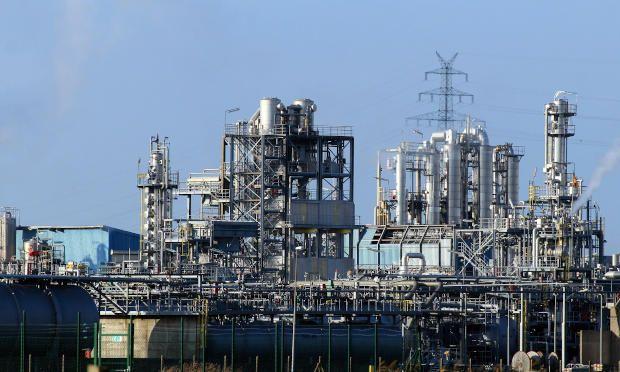 Ejemplo de una planta industrial que utiliza sistemas de control