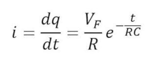 Formula de la corriente en la carga de un capacitor