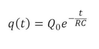 Formula de q de la carga en un capacitor