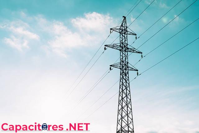 Torre de transmisión de corriente eléctrica