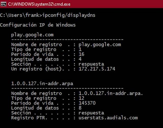 Ejemplo de ejecución del comando ipconfig displaydns